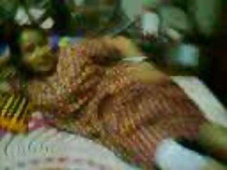 DJ యువ నటుడు దేశీ హిందీ, గుజరాతీ సెక్సీ వీడియో అతన్ని ఆహ్వానించారు.